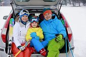 image of family ski vacation  - Winter - JPG