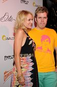 Jewel and Perez Hilton on the red carpet.