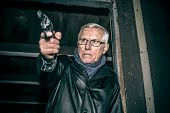 Постер, плакат: Dangerous Senior With A Gun