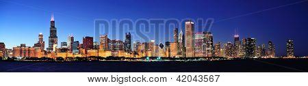 Постер, плакат: Панорама города городского горизонта города Чикаго в сумерках с небоскрёбами над озера Мичиган с четким , холст на подрамнике