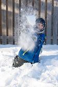 ������, ������: Child Throwing A Ball Of Snow