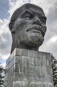 pic of lenin  - Monument to Ulyanov Lenin in Russia the city of Ulan - JPG
