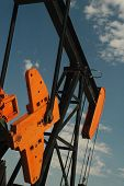 pic of oil rig  - An oil pumping rig against a bly sky - JPG