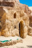 pic of tozeur  - Set for the Star Wars movie still stands in the Tunisian desert near Tozeur - JPG