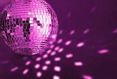 Постер, плакат: большой фиолетовый диско шар