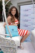 LOS ANGELES - MAY 22:  Khloe Kardashian Odom at the Khloe Kardashian Odom's HPNOTIQ Glam Louder Prog