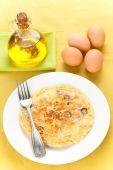 Постер, плакат: Оливки грибы и картофель омлет