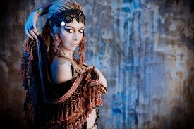 picture of belly-dance  - Art portrait of a beautiful traditional female dancer - JPG