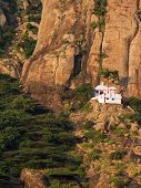 foto of kanyakumari  - Small Hindu temple in the steep mountains near Kanyakumari  - JPG