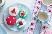 picture of english rose  - Tea party with summer themed cupcakes - JPG