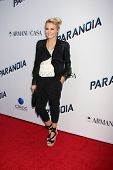 LOS ANGELES - 8 de AUG: Emily Osment chega ao
