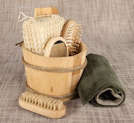 pic of pumice-stone  - Small wooden spa set with sponge - JPG