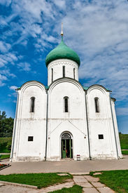 picture of yuri  - The Golden ring of Russia Cathedral of Spaso - JPG