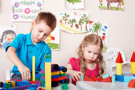 picture of children playing  - Children playing construction set  - JPG