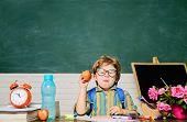 Little Pupil In Classroom. Healthy Dinner In School. School Lunch With Apple. Healthy Breakfast. Del poster