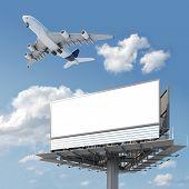 Постер, плакат: Пустой Billboard с самолета на небе