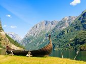 picture of old boat  - Tourism and travel - JPG