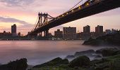 Puente de Manhattan desde Brooklyn cerca de Sunset