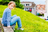 pic of pullovers  - Fashion portrait of a pretty little girl of 7 years old - JPG