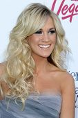 LAS VEGAS - MAY 20:  Carrie Underwood arrives at the 2012 Billboard Awards at MGM Garden Arena on Ma