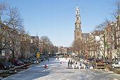 Постер, плакат: Зима на Принсенграхт с Вестеркерк в Амстердаме Нидерланды