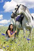 Постер, плакат: Конный спорт с конем на лугу