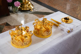 picture of glans  - Wedding crowns in church ready to wedding ceremony - JPG