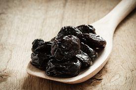 picture of prunes  - Healthy food good cuisine - JPG