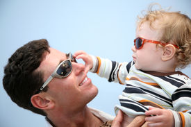 foto of father child  - father with the child in the sunglasses against the background of the sky - JPG
