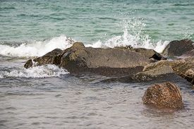 stock photo of stein  - Wasserwelle zerbricht an Stein in der Ostsee Water Wave breaks on stone in the Baltic Sea - JPG