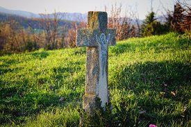 picture of tombstone  - Grave  - JPG