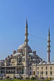 foto of ottoman  - The Yeni Cami meaning New Mosque is an Ottoman imperial mosque located in Istanbul Turkey - JPG