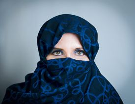picture of yashmak  - Woman in a blue - JPG