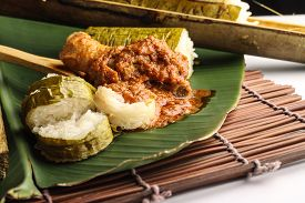 picture of malay  - malay lemang served with rendang ayam on banana leaves - JPG