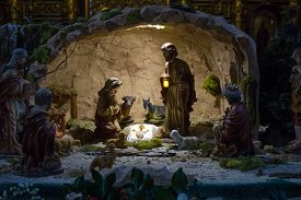 picture of magi  - Christmas Manger scene with figurines including Jesus - JPG