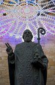 pic of saint-nicolas  - Bronze statue with luminaria of St - JPG
