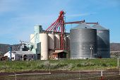 pic of klamath  - Large silos and barn in a field in Klamath Falls county south Oregon - JPG