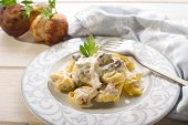 tortellini wit ham and cream sauce