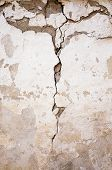 picture of collapse  - a building wall which started collapsing gradually - JPG