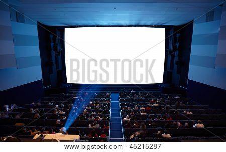 Постер, плакат: Кино зал с людьми в стулах смотреть фильм Свет проектора , холст на подрамнике