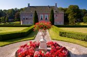 pic of hughes  - Old medieval mansion with hugh garden in the Netherlands - JPG