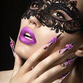 pic of long nails  - Beautiful girl with long nails and sensual lips - JPG