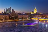 Постер, плакат: House of Petroleum Smolensky Metro Bridge Hotel Ukraine Moscow City Business Complex at night in