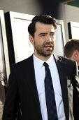LOS ANGELES - 15 de JUL: Ron Livingston chega na