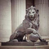 pic of metal sculpture  - The Lion Statue in Madrid - JPG