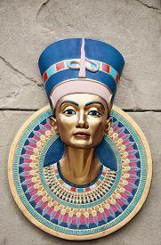 picture of pharaohs  - The head statue of Egyptian Pharaoh Tutankhamun - JPG