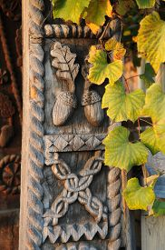 picture of woodcarving  - Beautiful woodcarving  - JPG
