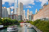 Sightseeing-Boot auf dem Chicago river