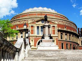 picture of kensington  - The Royal Albert Hall in Kensington - JPG