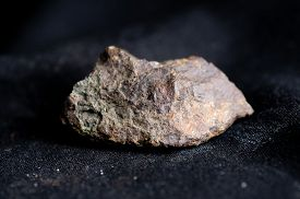 foto of shale  - satterlyite mineral crystal sample related to shale mining - JPG